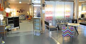 Présentation des créations de mobilier et d'objets à la vente…